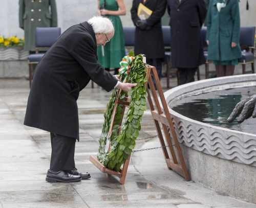 President Higgins lays a wreath for those who died during the events of 1916