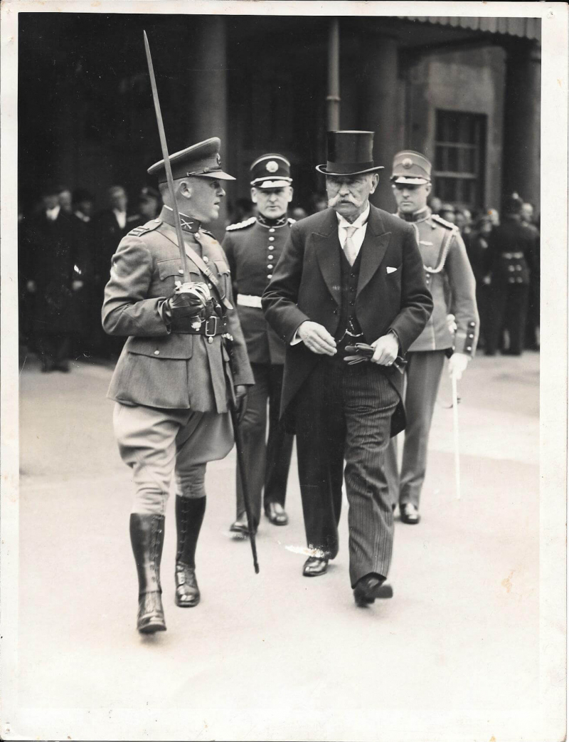 Commandant Sean O' Connor with President Hyde