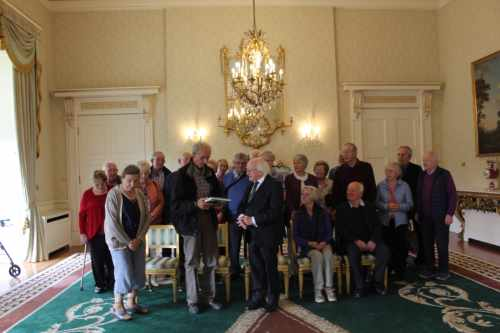 President receives retired foresters