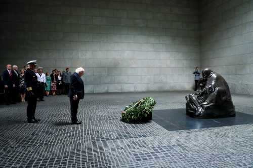 President lays a Wreath at Neue Wache Memorial