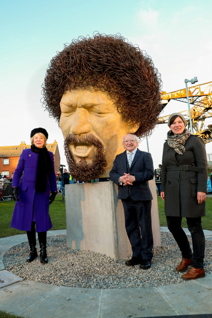 President and Sabina unveil a sculpture of the late Luke Kelly by Vera Klute