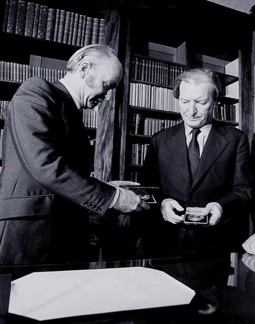 President Hillery presents seal of office to Taoiseach Charles J Haughey