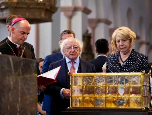 President and Sabina visit St. Kilian's Cathedral and Neumunster Church