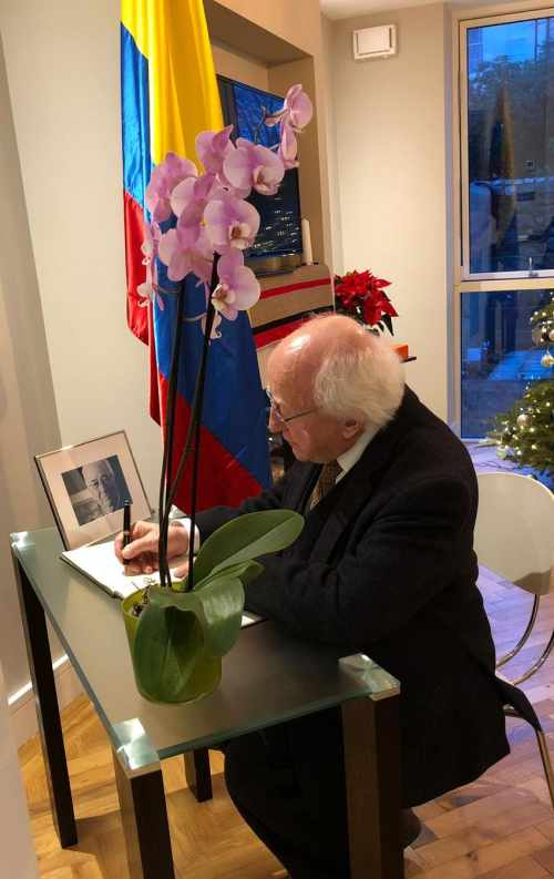 President signs the book of condolence on the death of former President of the Republic of Colombia Belisario Betancur