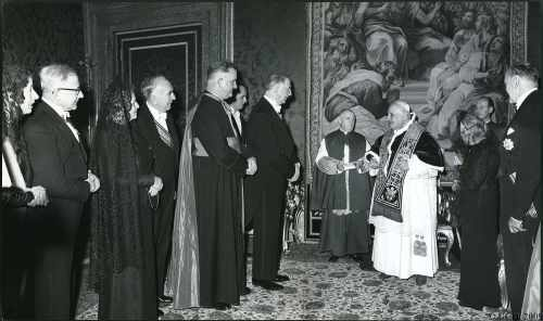 President De Valera has an audience with Pope John XXIII