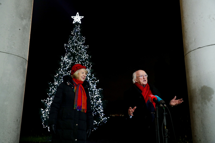 President and Sabina turn on Christmas lights